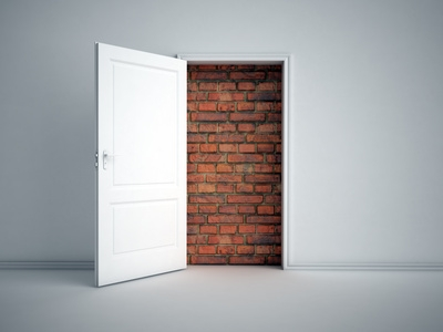 Zamurowane drzwi do mieszkania