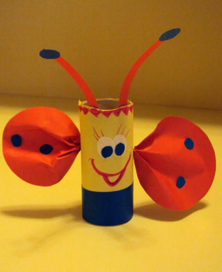 pacynki z rolek po papierze-motyl